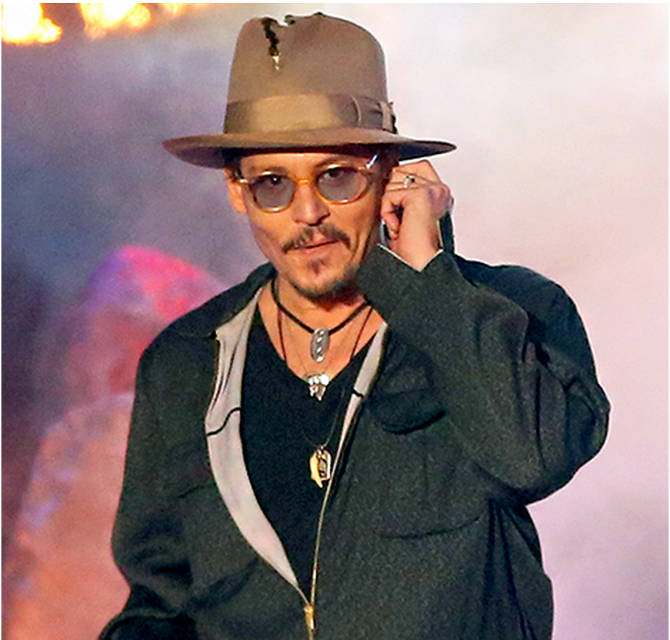 Johnny Depp: JOHNNY DEPP WEARS TORN HAT, GIVES WIZ KHALIFA SHOUTOUT AT